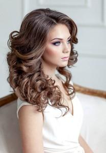 pricheski-na-kudri-foto_-13-e1490260042637